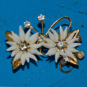 wow vintage plastic flower pin rhinestone gold